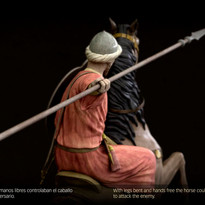 Caballero nazarita montando a la jineta.
