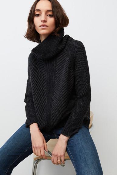 1609 Mape Sweater.