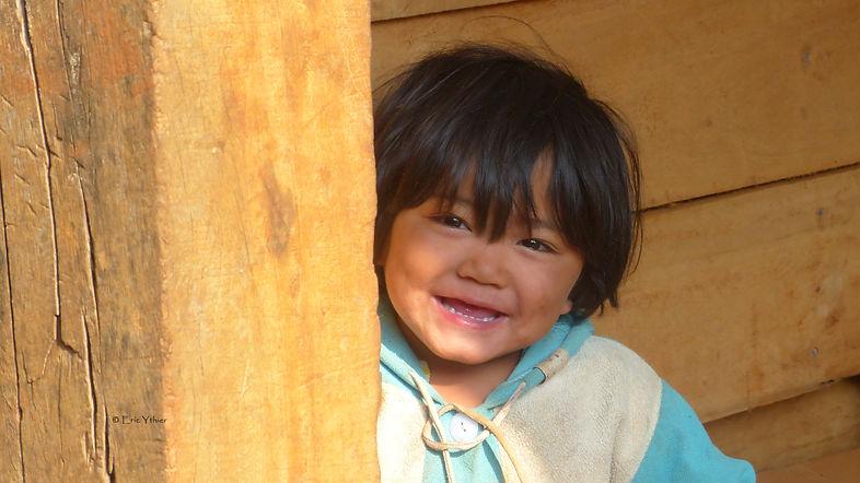 sourires des rizières_enfant_laos_Aide humanitaire, asie du sud-est, Eric Ythier