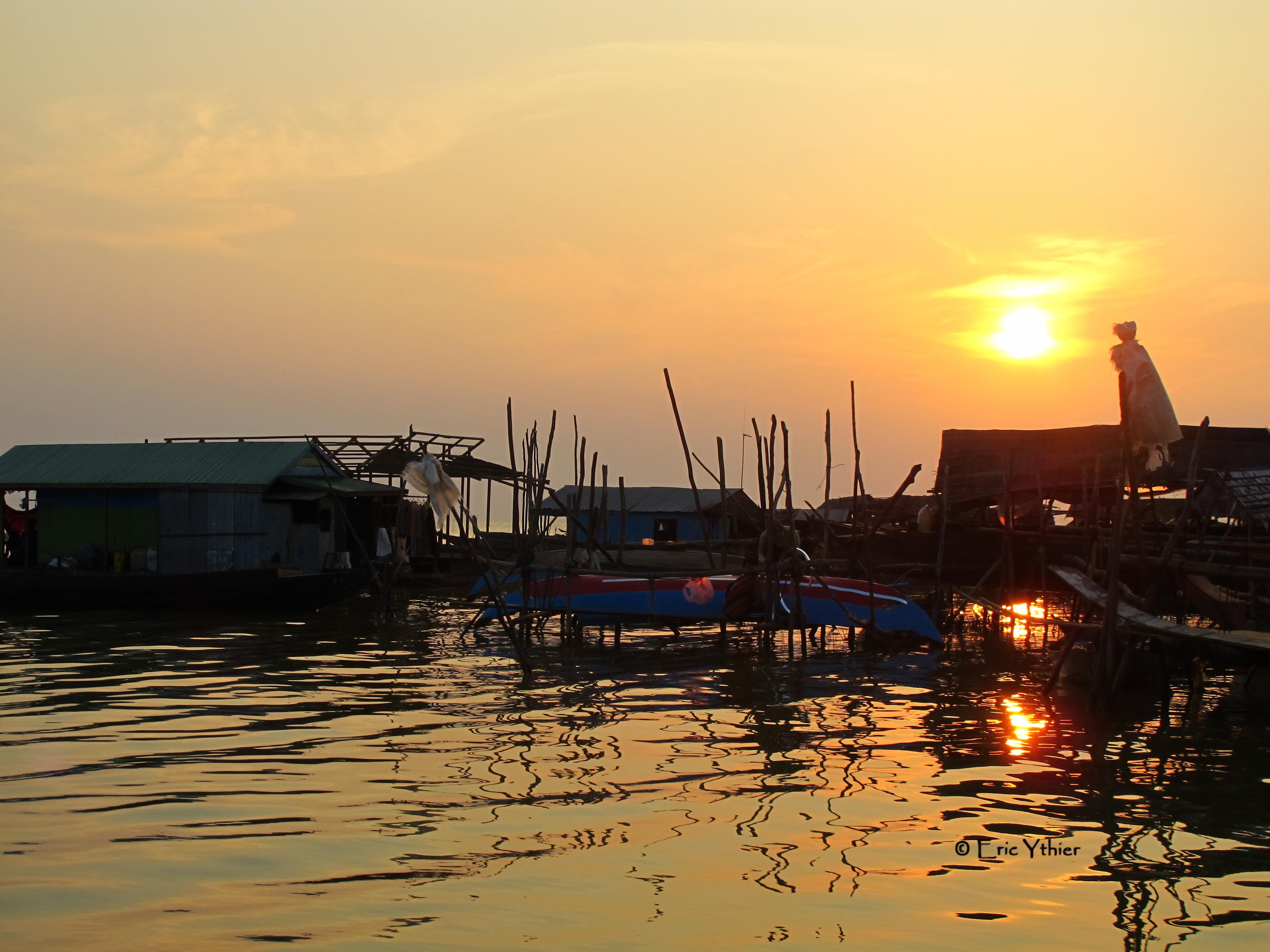 Coucher de soleil sur le Tonlé Sap