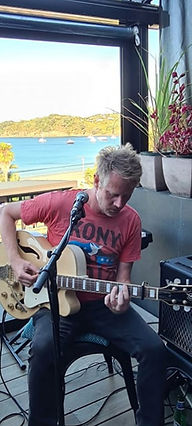 Malcolm performing at Aperitivo, Waiheke Island