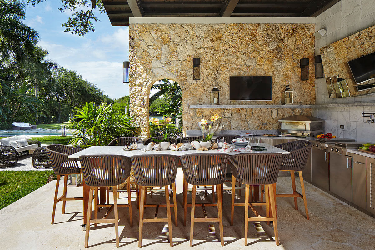florida-luxury-outdoor-kitchen.jpg