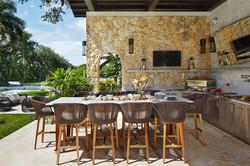 florida-luxury-outdoor-kitchen.jpg