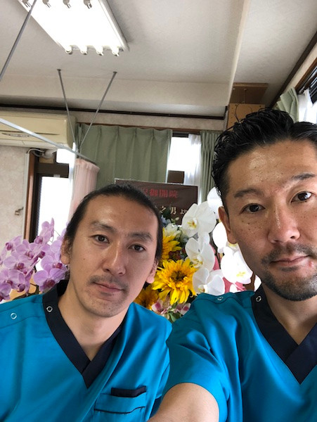 夫婦橋鍼灸院、左皆川智司・右小嶋英揮