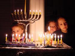 kids-behind-chanukah-menorah-1199289
