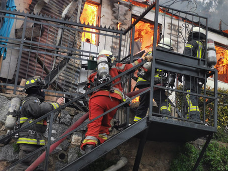 Incendio Declarado Afectó a Viviendas ubicadas en el Cerro San Juan de Dios de Valparaíso