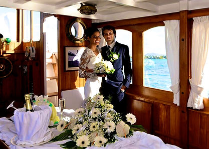 Mariage on boat by Happily Forever