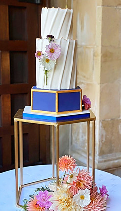 Contemporary, elegant wedding cake