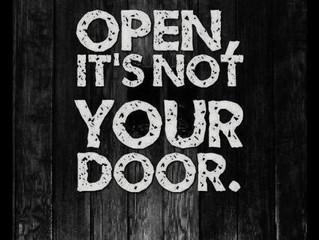 En ook: ' If opportunity doesn't knock, build a door. '