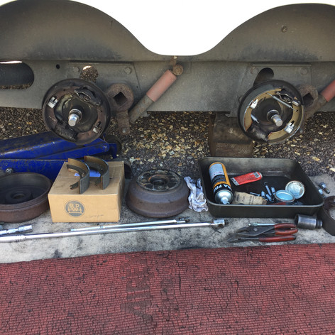 Caravan twin axle service and brake shoe replacement
