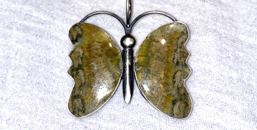 9-Mariposa Bumble Bee Jasper Pendant