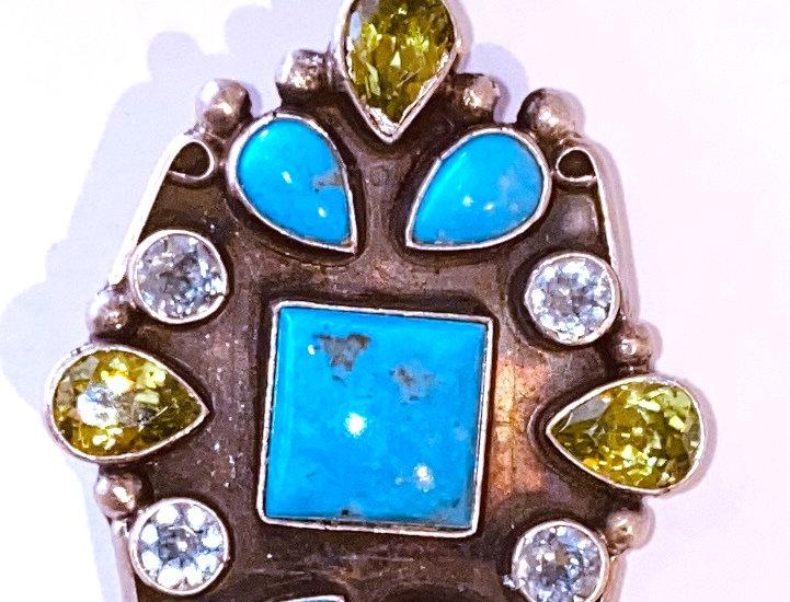 Surroundings Pendant-Peridot/Turquoise