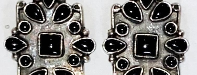 BLACK ONYX SURROUNDINGS EARRING