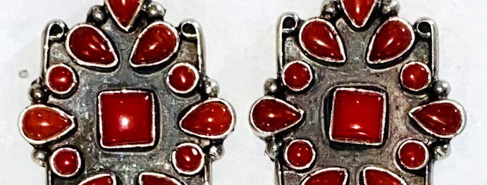 RED CORAL SURROUNDINGS EARRING