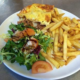 lasagne-chips-salad.jpg