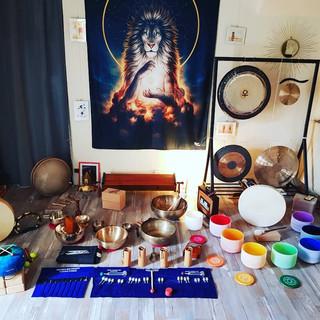 Les instruments du studio pour les Relaxations Sonores & les Voyages Vibratoires ainsi que les Massages Sonores
