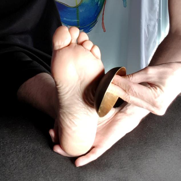 Le massage des pieds au Bol Kansu & les formations de Massages au Bol Kansu