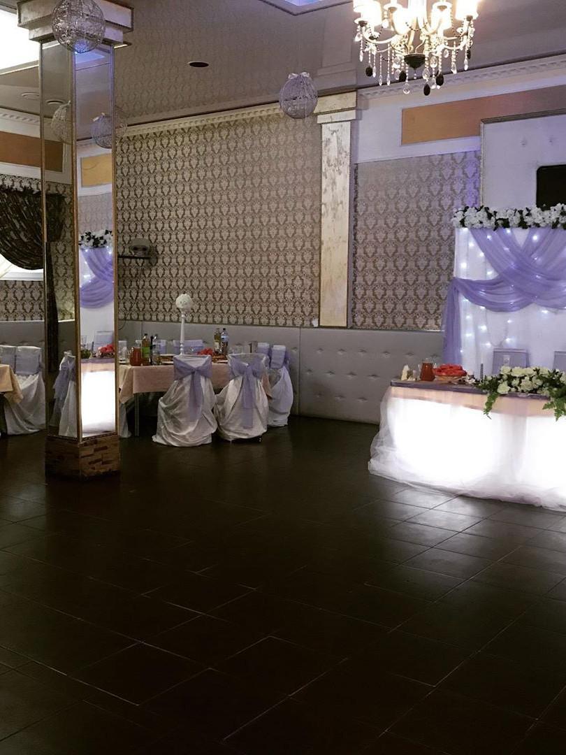 Общий зал на свадьбе