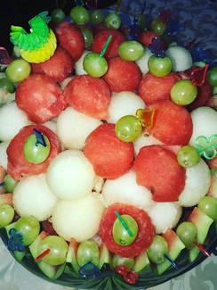 Летний фруктовый микст в арбузе