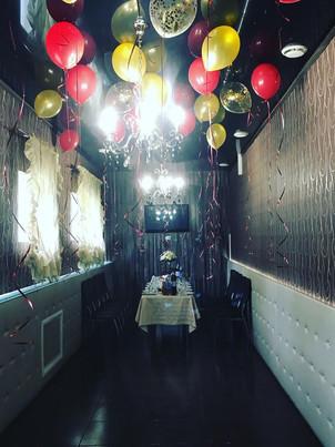 Оформление воздушными шарами караоке зала