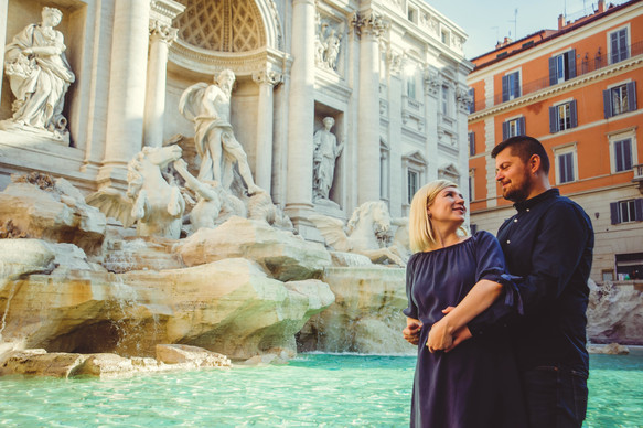 Couple pregnancy photo shoot in Rome