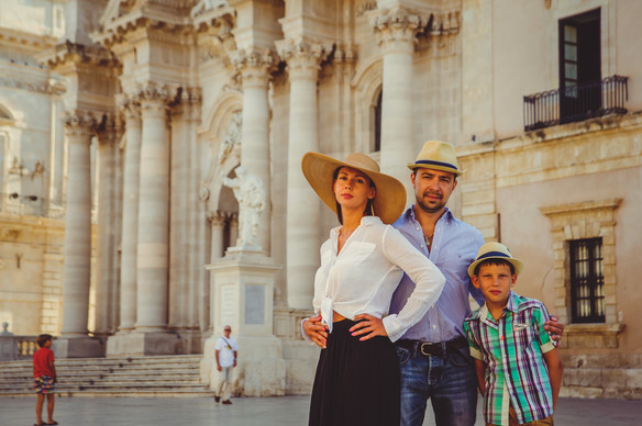Familu photo shoot in Syracuse, Sicily.