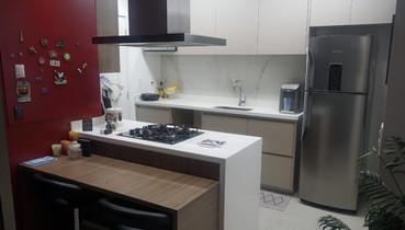 Cozinha integrada com a sala de tv