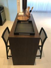 Balcão integrado com o rack de tv