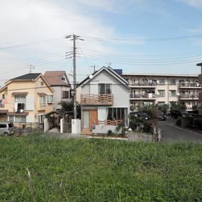 堤防の見える家
