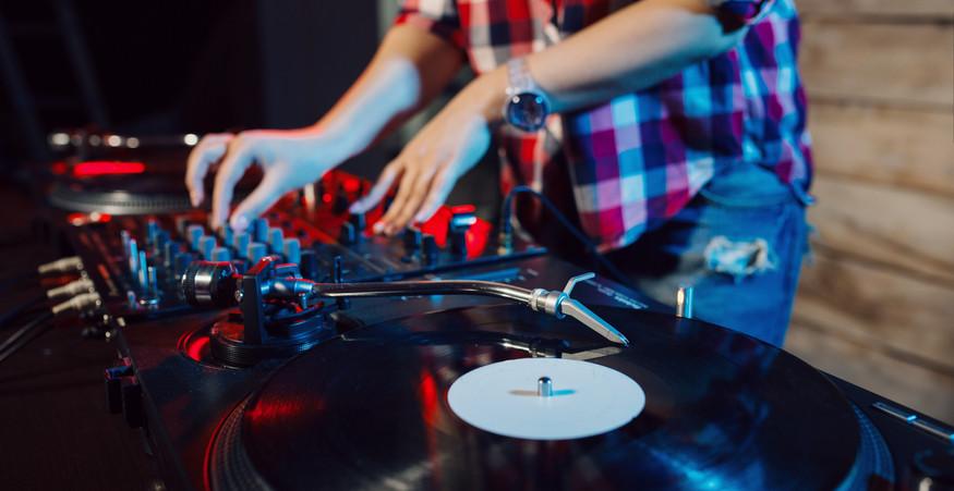 Live Streaming DJ Sets