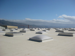 Membrana TPO cubierta con domos