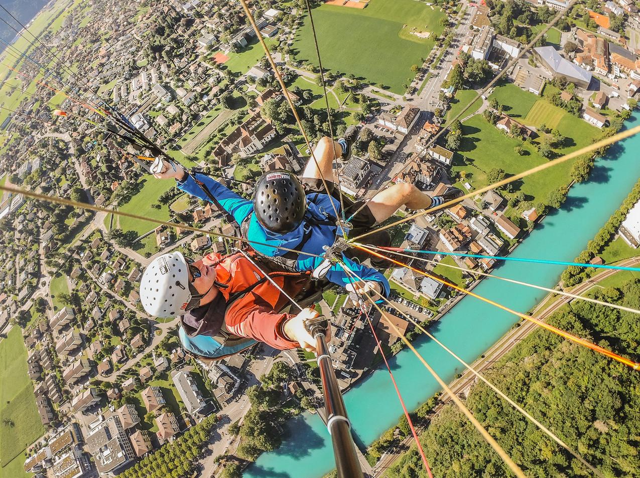 Paragliding Interlaken - Alex Straight Overhead