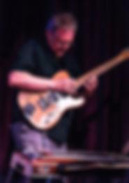 Me-guitar_2.jpg