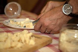 Maya-Marsilio-Piemont-Passion-Reisen-Ferien-Urlaub-Ausflug-Wein-Weinkellerei-Degustation-Käse-Varaldo-Barbaresco