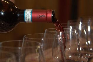 Weindegustation in der Weinkellerei Varaldo in Barbaresco im Piemont
