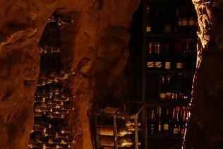 Einblick in den Weinkeler von Casa della Saracca in Monforte d'Alba im Piemont