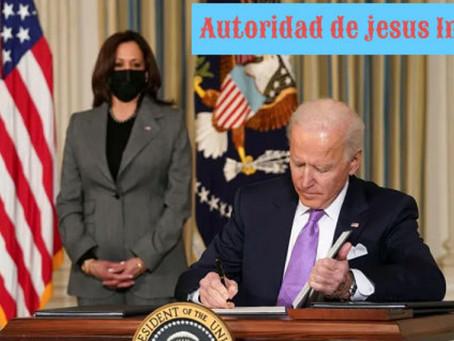 Gabinete de Biden pelea para mantener ley que obligue a médicos religiosos a hacer cirugías trans