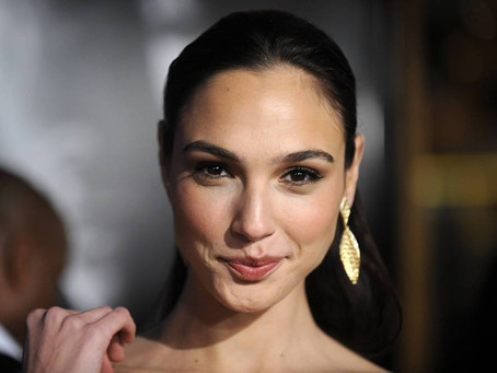 La actriz israelí GalGadot recibe críticas ataques antisemitas de su próxima actuación en Cleopatra.