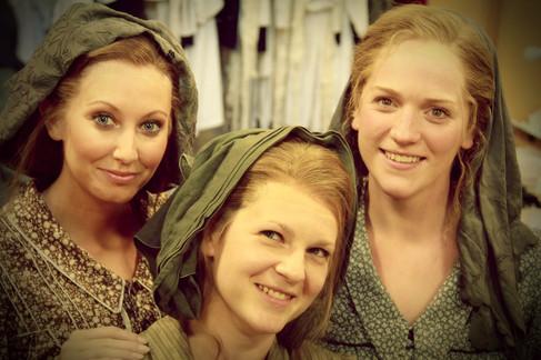 Chorus, L'Elisir D'Amore (Glyndebourne Festival Opera)