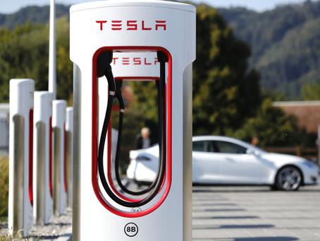 Elon Musk annonce le passage des Superchargeurs de 250kW à 300kW