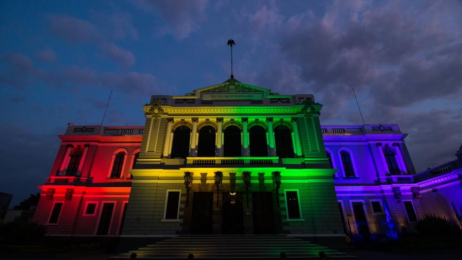 El MUSA se 'pintó' de colores por el Día Mundial de la Diversidad Sexual