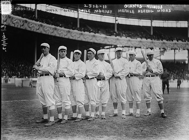 basbell640px-New_York_Giants_Opening_Day_line-up_at_the_Polo_Grounds_New_York._Left_to_right_Fred_Sn