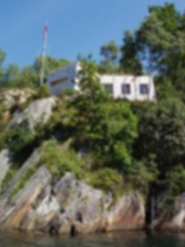 island fogn hytte cabin sea harbour fishing fiske romantic architecture ubehandlet furu malmfuru kjerneved furu romantisk fasade design facade wood interior large glass facade contrasts wood oak oil gilje nordan tre eik interior design landskap arkitektur eplahage fortetting glass betong corten arkitektur store glassfelt solskjerming minimalisme moll mikal christos hafsahl nordisk nordic award vindu animal like architecture sculpture moll mikal christos hafsahl moderne unik arkitektur sponkledning stavkirke