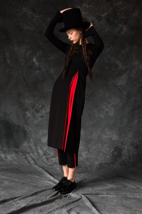 BLACK WOOL DRESS OPPOSITE RED PLEAT OPEN SIDE