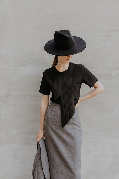 BLACK T-SHIRT WITH PLEATS