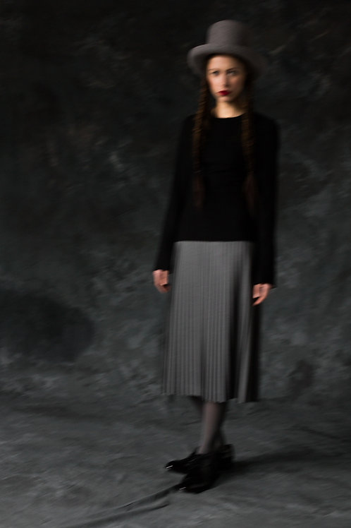 BLACK WOOL DRESS WITH GREY PLEATS