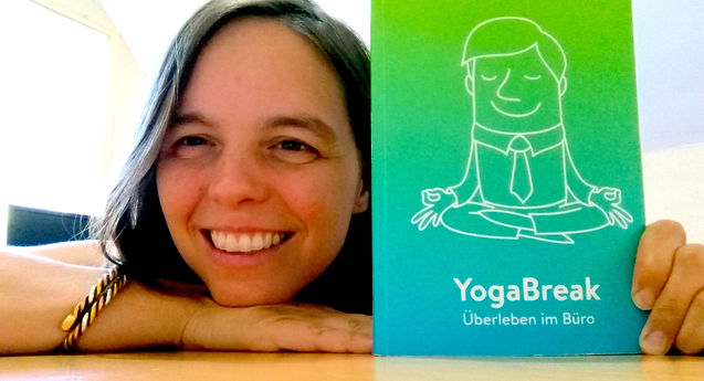 Kopf neben YogaBreak Buch Kopie.jpg
