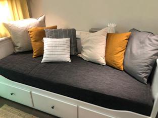 pohovka IKEA.jpg