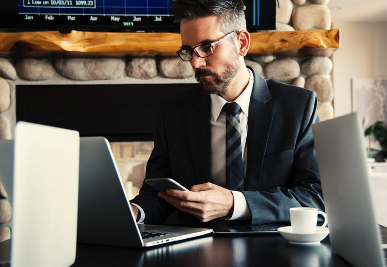 adult-boss-business-618613.jpg