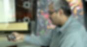 Ciudadano recibiendo atención en línea desde su disositivo móvil